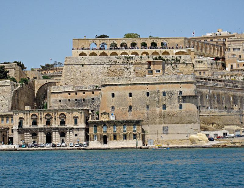 G10_0076A.jpg Fort Lascaris & Upper Barrakka Gardens - Grand Harbour, Valletta - © A Santillo 2009