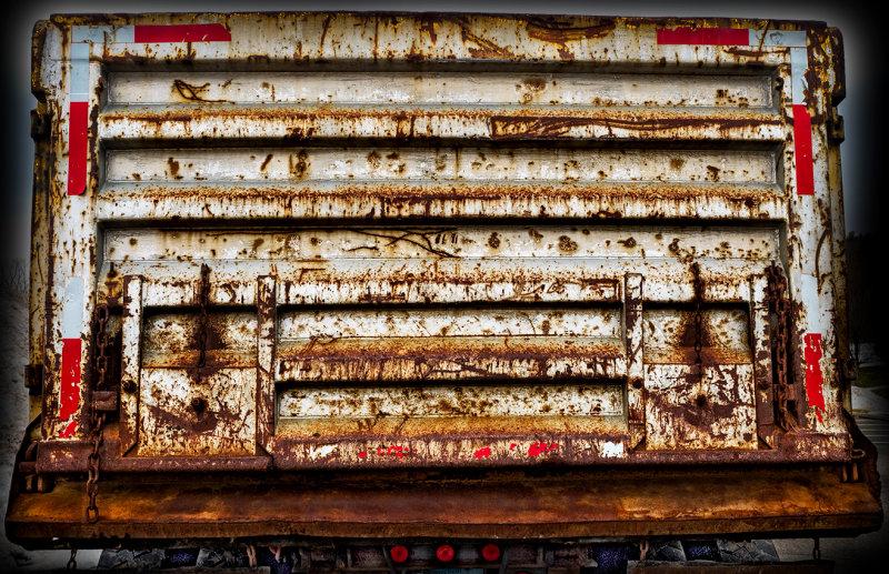 Tailgate -dump truck