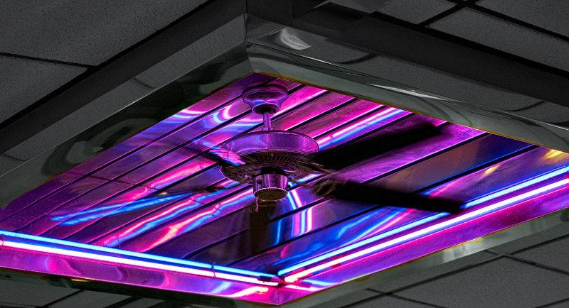 fan in a diner