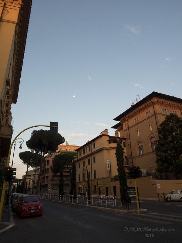 20160821_015133 La Luna Sopra Roma (Sun 21 Aug 16)