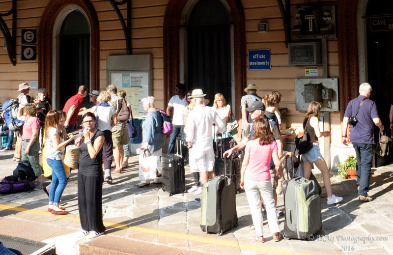 20160910_021068 Where Did All These People Come From? (Sat 10 Sep, 10:25)