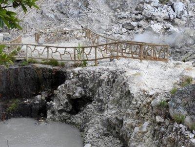 Las Hornillas Volcano Hot Springs - Crater area