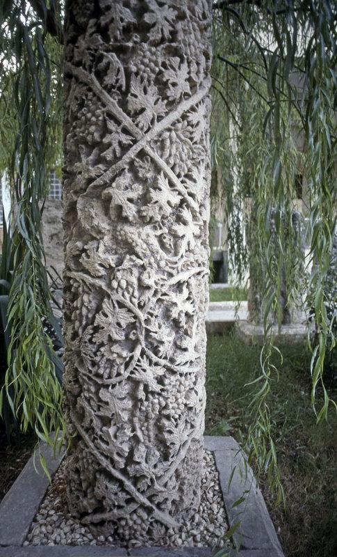 Urfa museum grape pillar.jpg