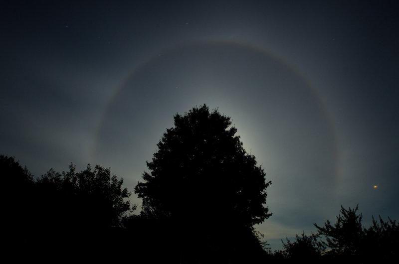 Aura round the moon