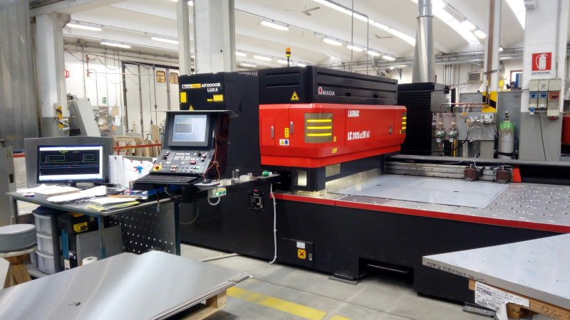 intagliatrice laser CO2 a Morbegno acciaio inox ferro alluminio