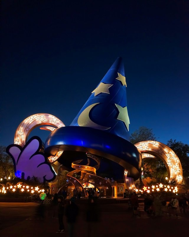 DHS Big Hat at blue hour