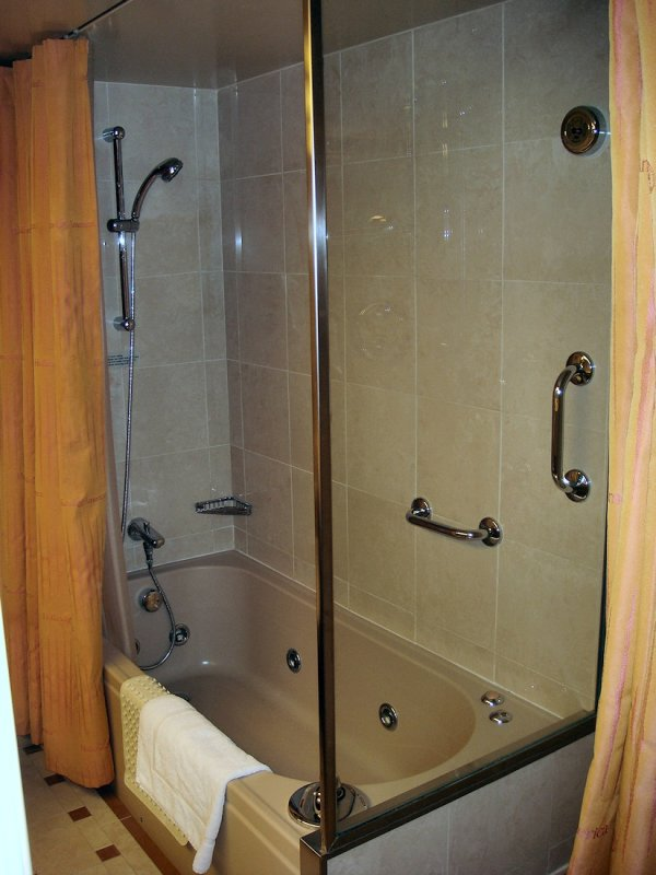 SS 8043 whirlpool tub and shower