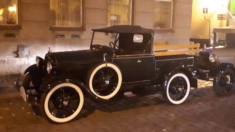 162:365<br>nocturnal vintage car