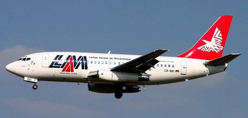 LAM B-737/200, C9-BAI