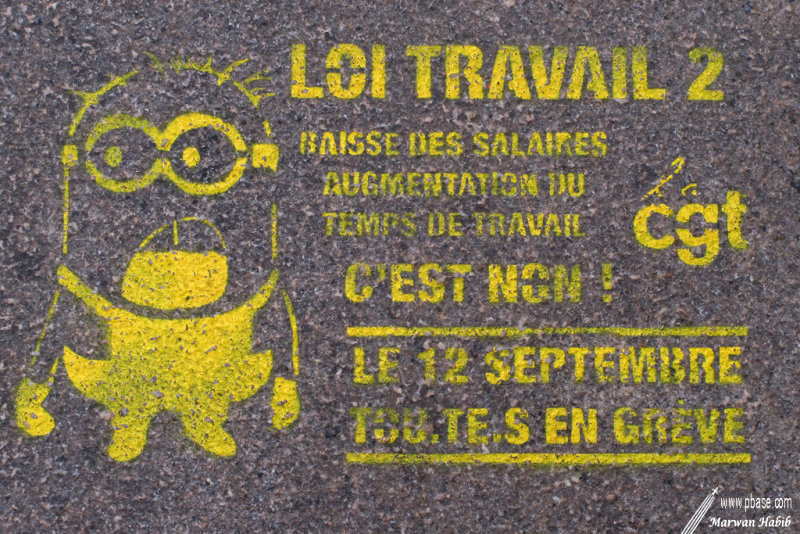 Yellow political tag / Tag politique jaune
