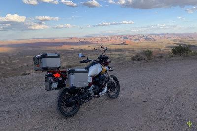 Moto Guzzi V85TT Moki Dugway Vista
