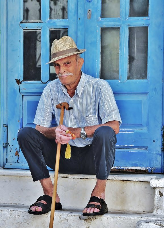 Old man in the pavements of Chora, Ios.