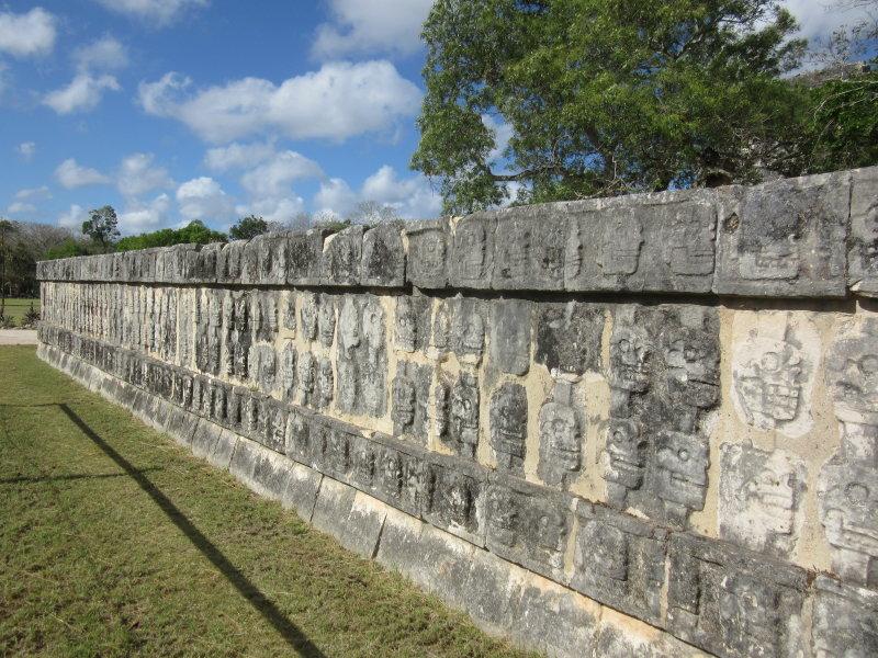 Plataforma de los Craneos (Platform of Skulls)