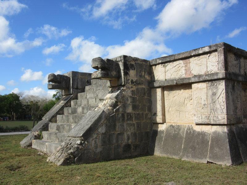 Plataforma de las Aguilas y los Jaguares (Platform of the Eagles and Jaguars)