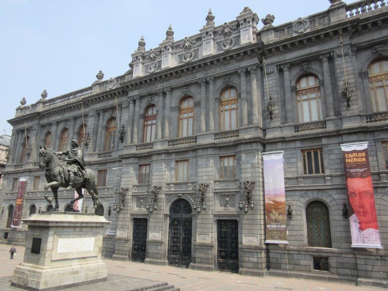 Plaza Tolsa - Museo Nacional de Arte