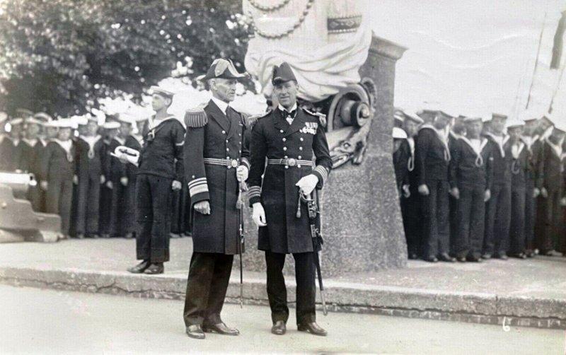 1929  - UNKNOW SENIOR OFFICERS, UNDER THE MAST..jpg