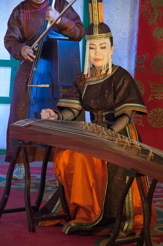 Performance by Tumen Ekh