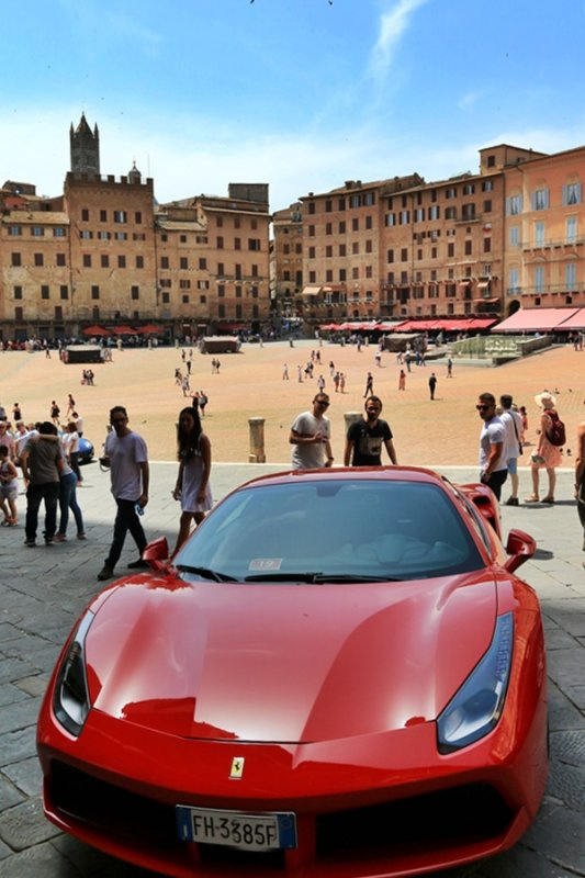 Siena. Ferrari Day in Piazza del Campo