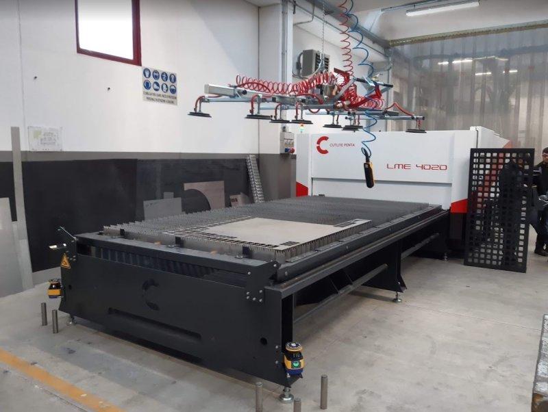 nuova macchina taglio laser fibra su metallo