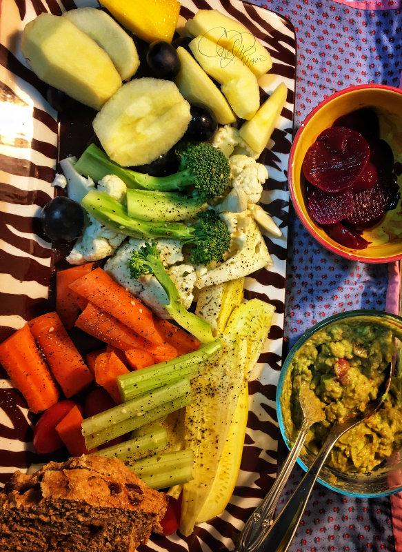 Fresh Fruit, Raw Veggies & Dip