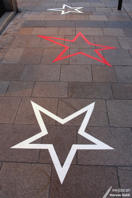 Red & White Stars / Etoiles Rouges & Blanches