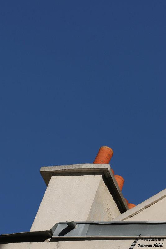 Blue sky & White chimney / Ciel bleu et cheminée blanche