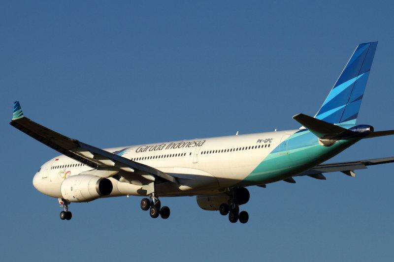 GARUDA INDONESIA AIRBUS A330 300 MEL RF IMG_7908.jpg