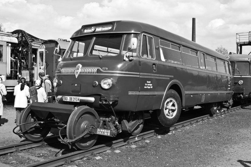 Schi-Stra-Bus oder in lang: Schienen-Straßen-Bus