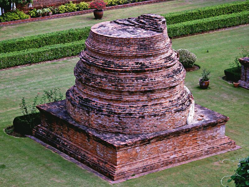 40092622.m_stupa_chaimongkhon.jpg