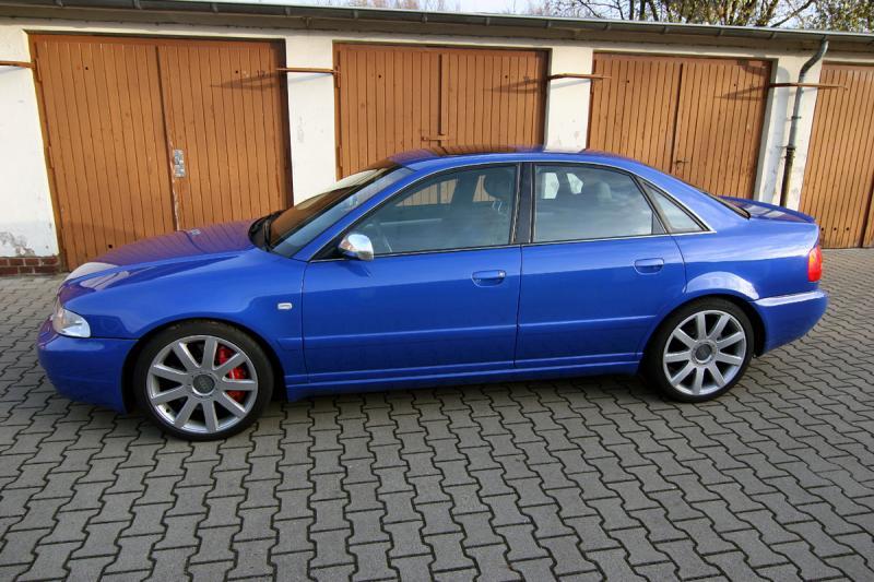 Nogaro Blue S4 garage 11.jpg