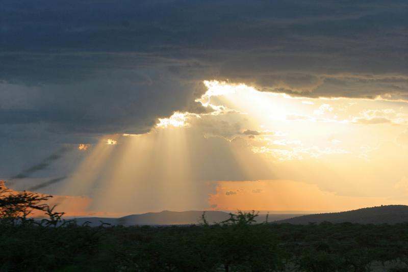 Arrivée à la tombée de la nuit dans la réserve de Masaï-Mara