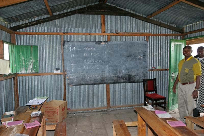 Visite dune école de brousse près de la réserve de Masaï-Mara