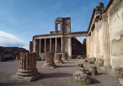 Pompeii Columns.jpg