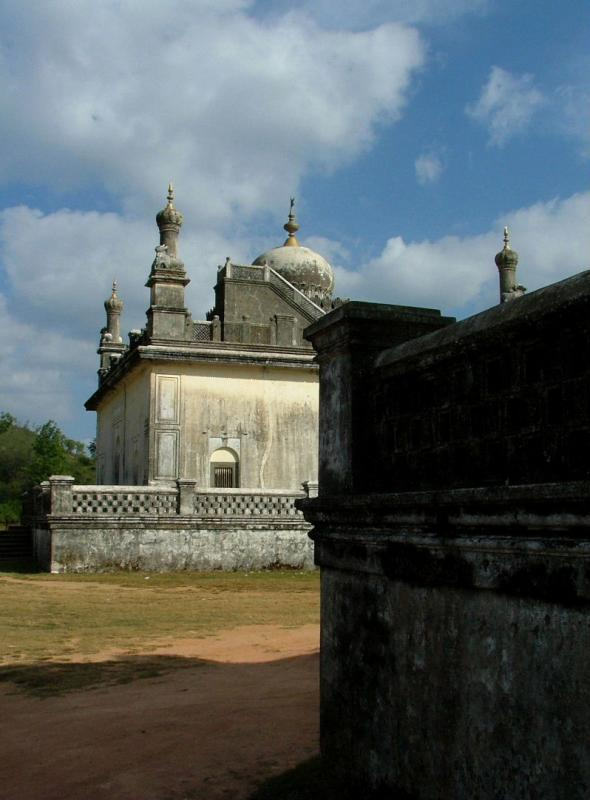 Rajs Tombs