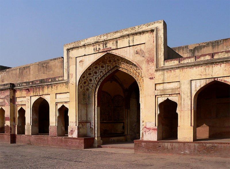 Lahore Fort - Entrance to Sheesh Mahal (Mirror Palace) - P1000228.jpg