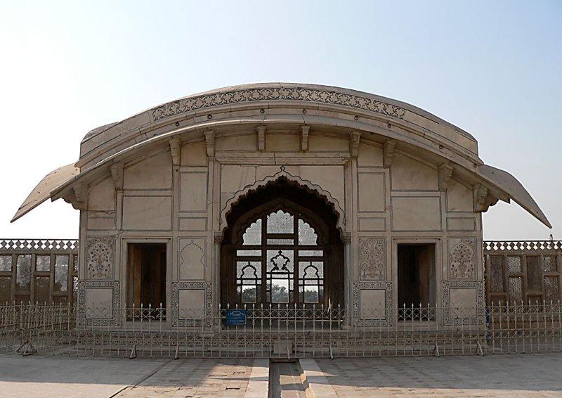 Lahore Fort - Nau-Lakha Pavilion - P1000234.jpg