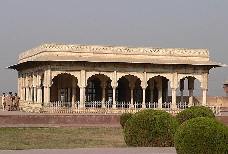 Lahore Fort - Shah Jahans Quadrangle - P1000237.jpg
