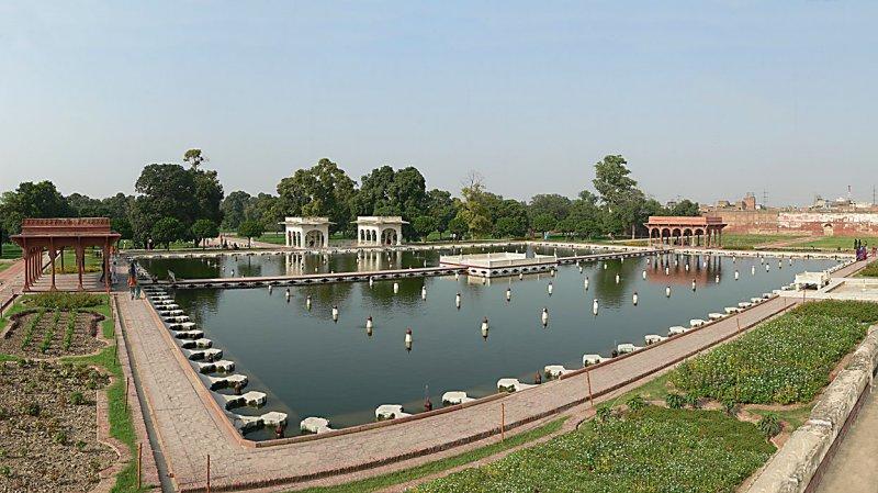 Shalamar Garden, Middle Terrace - Panorama 0437.jpg