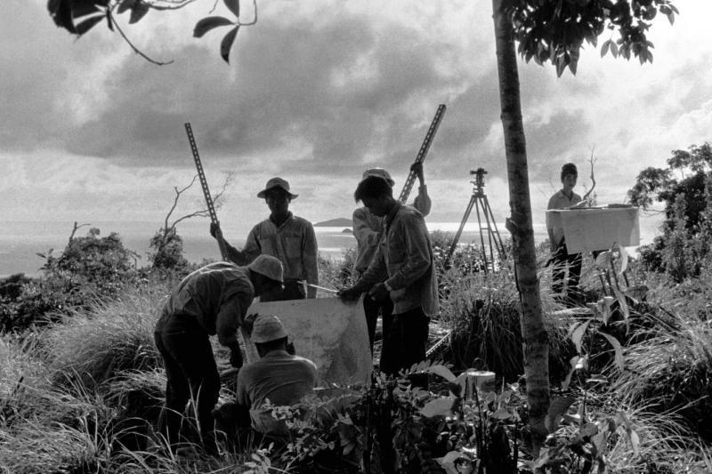 1967 Sabah - Surveying in Darvel Bay