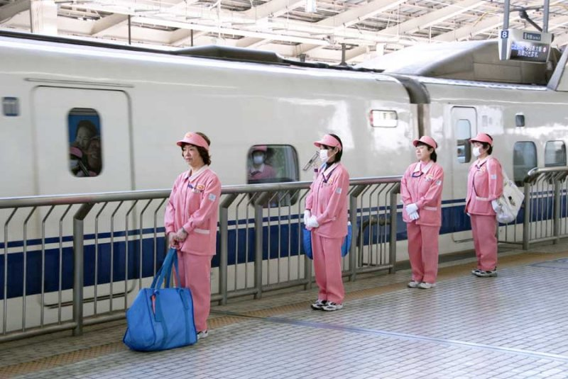 Shinkansen Cleaning Ladies 064.jpg