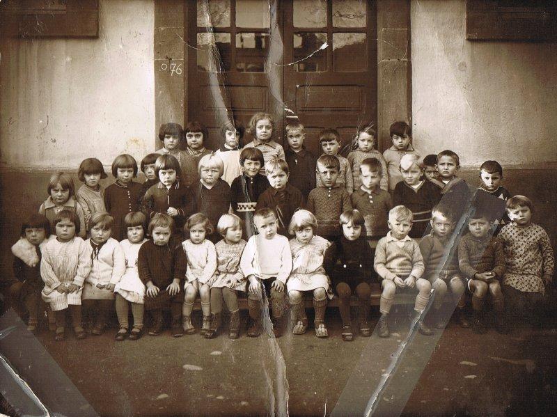 Année de naissance des photographiés 1928 ou 1929 -  Ecole maternelle de Wisches