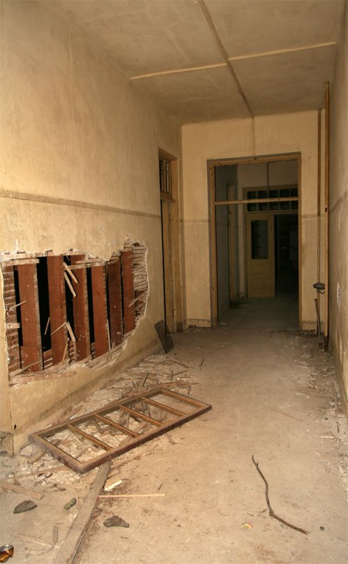 AI-hospital-1st-floor-hall_.jpg