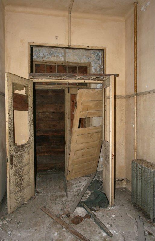 Front-door & entry lobby