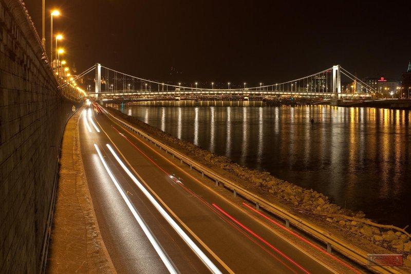 Erzsébet Híd (Elizabeth Bridge) - Budapest, Hungary - IMG_12411.jpg