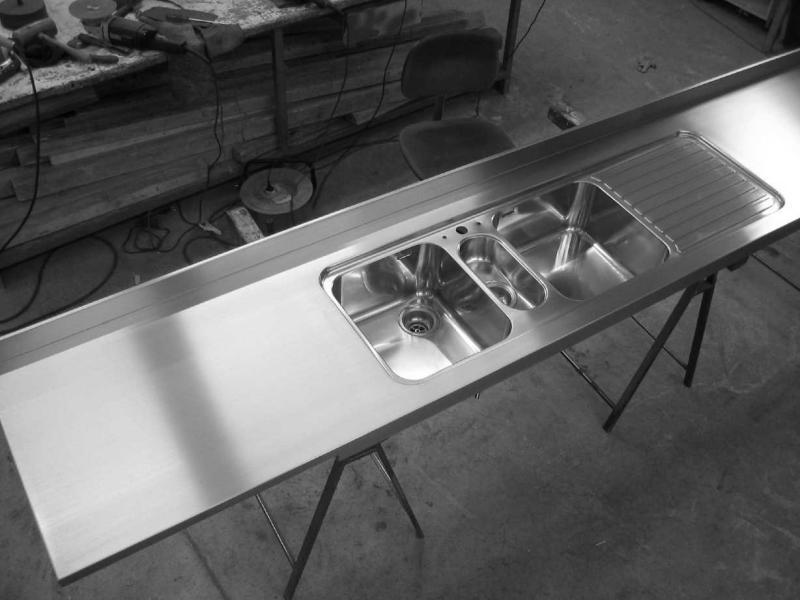 Lavello Alpesinox due vasche e sgocciolatoio saldato a filo piano