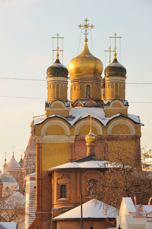Moscow. Church of the Icon of the Mother of God Znamenie (The Sign) (1679-1684) and Church of Saint Basil the Blessed behind