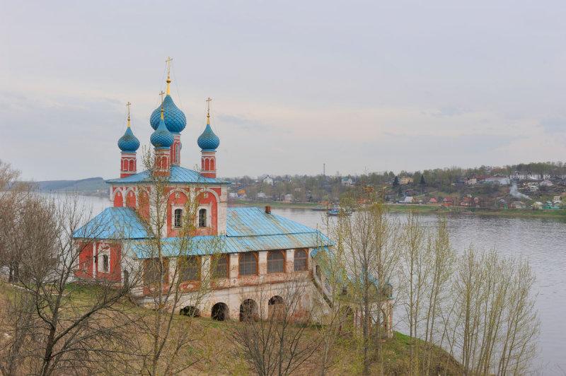 Town of Tutaev on the bank of Volga river. The Church of Transfiguration ( Kazan Virgin ) (1758)