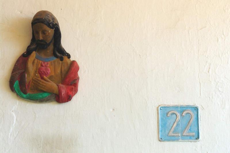 Jesus lives at nr. 22