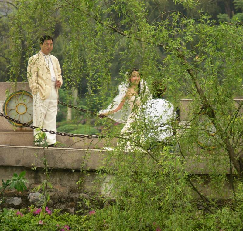 Wedding portrait, Banyan Lake, Guilin, China, 2006