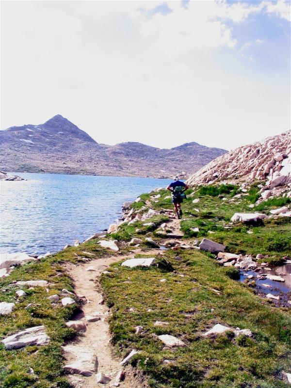 Reinhold Metzger running along the shore of Lake Wanda